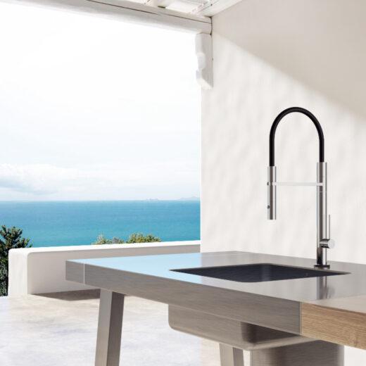 Diese formschlichte Gartenküchenarmatur der Firma FONTEALTA bietet Ihnen warmes und kaltes Wasser. Sie verfügt über eine Mischbatterie zur Einstellung der Wassertemperatur. Der Edelstahl V4A ist absolut korrosionsbeständig und hält maritimen Umwelteinflüssen stand. Das Material Edelstahl ist vollkommen rostfrei. Die Armatur kann dauerhaft im Außenbereich eingesetzt werden. Fontealta Produkte sind langlebig und nachhaltig. Die Montage erfolgt über Ihre Küchenarbeitsplatte. Der flexible Brauseschlauch sorgt für einen gezielten Wasserstrahl in verschiedene Richtungen.