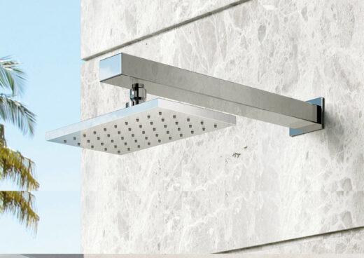Die Gartendusche SQUARE Warmwasser für die Wand eignet sich hervorragend zur Montage im Außenbereich. Sie wird Unterputz installiert und integriert sich mit ihrem modernen Design wunderbar in Ihre Gartengestaltung. Die Fontealta-Außendusche wird aus Edelstahl V4A gefertigt. Dieses Material ist Edelstahl höchster Güte. Fontealta Armaturen werden zu 100% in Italien produziert. Es erwarten Sie nachhaltige und langlebige Dusch-Armaturen feinster Qualität. Mit einem komfortablen Einhebel-Mischer bedienen Sie den Wasserfluss.